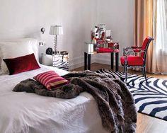 eclectic quirky home decor Interior Design Themes, Interior Inspiration, Feng Shui, Condo Bedroom, Decoracion Vintage Chic, Quirky Home Decor, Eclectic Design, Blog Deco, White Bedding