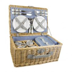 Yellowstone 4 Person Luxury Wicker Picnic Basket with Cooler Bag -  Wicker picnic basket with sturdy carry handle Comes complete with dining for four people
