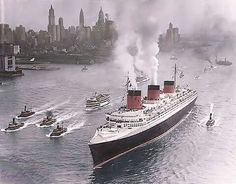 Ss normandie welcomed in nyc! Wat a parade!