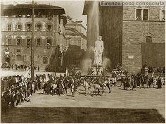 Scorcio di Piazza della Signoria, a Firenze,corteo storico per lo scoprimento della nuova facciata del Duomo nel 1887