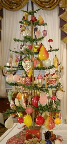 Feather Tree with Fruit Ornaments, Taft Museum @Elizabeth Witteveen FOOD TREE!!!