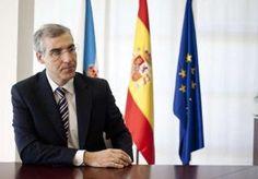 Francisco Conde, en su despacho de la Consellería de Economía e Industria en Santiago. // Óscar Corral