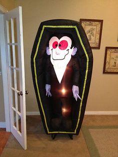 Prototype Gemmy Vampire in Casket Halloween Inflatable Airblown