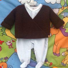 Brassière gilet cache-coeur tricot chocolat : Mode Bébé par veronique-patch-crochet-tricot