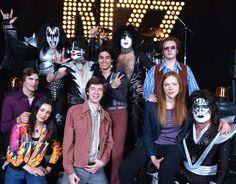 Kiss & That 70's Show Cast