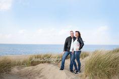 Spontane foto's met fotoshoot op locatie. fotograaf ook werkzaam in regio Spijkenisse Couple Photos, Couples, Couple Photography, Couple, Romantic Couples, Couple Pics