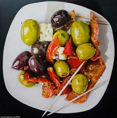 More Mouthwatering Hyper-Realistic Food Paintings by Tom Martin Tjalf Sparnaay, Hyperrealistic Art, Hyperrealism Paintings, Hyper Realistic Paintings, Detailed Paintings, Food Plus, Food Painting, Food Drawing, Realism Art