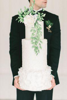 Wedding cake goals.Photography : Elizabeth Fogarty Read More on SMP: http://www.stylemepretty.com/virginia-weddings/2016/08/09/spring-floral-wedding-inspiration/
