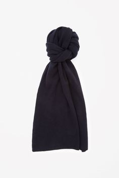 COS image 16 of Cashmere scarf in Navy Hattar 6b50f6e2ade2