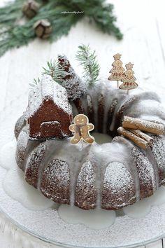 Gingerbread bundt cake | petitpatisserieblog