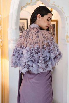 Stylish Blouse Design, Fancy Blouse Designs, Indian Fashion Dresses, Indian Designer Outfits, Saree Blouse Patterns, Saree Blouse Designs, Saree Gown, Lehenga, Sari