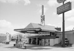 In the #1950s Frank Lloyd Wright did manage to see the construction of a highly modified version of his design in the R.W. Lindholm Service Station in Minnesota (photo below). He designed it in '56, it went up in '58, and amazingly, it is still in use today. The copper roof is in place, as is one of the two roof wings from the 1927 design, and the second-story observation room is in place. But the similarities to the original design end there. #franklloydwright