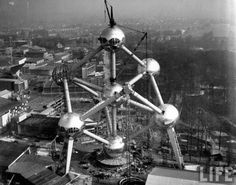 Atomium under construction