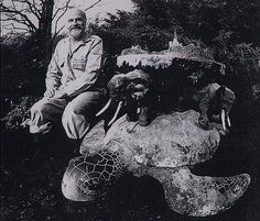 Ohmygodhowawesomeisthis?!? Terry Pratchett with a model of Great A'Tuin