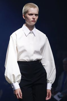Lanvin Spring 2016 Ready-to-Wear Fashion Show - Ruth Bell (Elite) THE perfect white shirt Fashion Details, Look Fashion, Fashion Show, Womens Fashion, Fashion Design, Fashion Black, Petite Fashion, Curvy Fashion, Fall Fashion