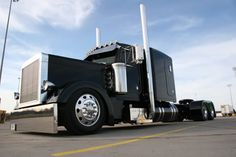 Custom Peterbilt 379; Yeah I'd cruise this!