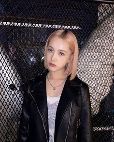 Kpop Girl Groups, Korean Girl Groups, Kpop Girls, My Girl, Cool Girl, Tzuyu And Sana, Pre Debut, It's Going Down, Pretty Asian