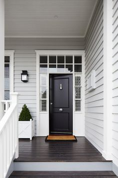 Grey Exterior Paint Colour Schemes Luxury Light Grey Siding White Trim Around Windows and Front Door Exterior Colonial, Design Exterior, Grey Exterior, Gray Exterior Houses, Black Trim Exterior House, Grey Siding House, Garage Exterior, Craftsman Exterior, Cottage Exterior