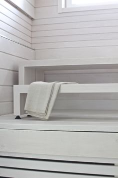 white sauna - lisbet e. Relax, Room, Interior, Home N Decor, Scandinavian Home, House Inspiration, White Houses, Sauna Design, Spa Rooms