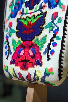 #lana #dumitru #lanadumitru #digitalprint Royal Oak, Romania, Lana, Digital Prints, Embroidery, Patterns, Luxury, How To Make, Fingerprints