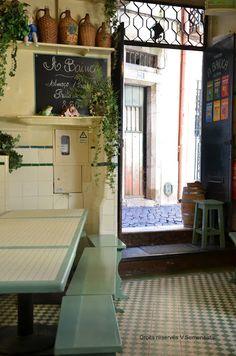 Boire un verre à Alfama Lisbon Portugal