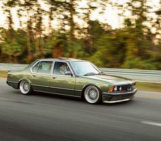 BMW E23 735i green