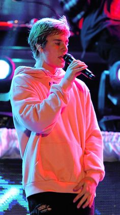 Listen to every Justin Bieber track @ Iomoio Fotos Do Justin Bieber, Justin Bieber Pictures, I Love Justin Bieber, Justin Bieber Concert, Justin Bieber Lockscreen, Justin Bieber Wallpaper, Justin Baby, Justin Hailey, Bae