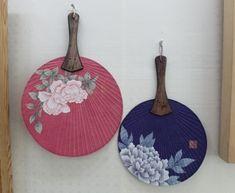 분홍과 보라 민화꽃 단선 (부채) : 네이버 블로그 Korean Traditional, Traditional Art, Diy And Crafts, Arts And Crafts, Korean Painting, Chinese Furniture, Korean Art, Botanical Art, Folk Art