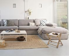big couch mit schlaffunktion im wohnzimmer big couch with sleeping function in the living room Cozy Living Rooms, Home Living Room, Living Room Furniture, Living Room Decor, Living Area, Mid Century Modern Living Room, Living Room Modern, Living Room Designs, Small Living