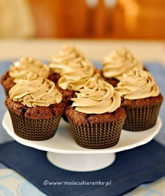 Chocolate cupcakes with cream coffee Fun Cupcakes, Cupcake Cookies, Chocolate Cupcakes, Food And Drink, Sweets, Candy, Meals, Cream, Cooking