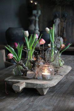 Frühlingsgesteck / Tischdeko www. - New Ideas Decoration Plante, Decoration Table, Deco Boheme, Deco Floral, Deco Table, Floral Arrangements, Diy And Crafts, Centerpieces, Spring