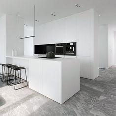 All-White Kitchen Design Ideas Home Decor Kitchen, Kitchen Interior, Modern Interior, Kitchen Ideas, Küchen Design, House Design, Design Styles, Artwork For Home, Minimalist Kitchen