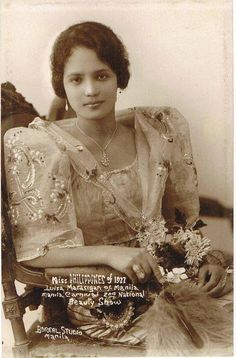 24 Charming Photo Postcards of Philippine Girls in Traditional Dresses from between ~ vintage everyday Source by dresses ideas Miss Philippines, Philippines Fashion, Philippines Culture, Manila Philippines, Philippine Art, Philippine Women, Afro, Filipiniana Dress, Filipino Fashion