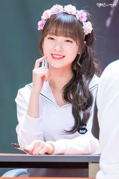 dedicated to female kpop idols. Kpop Girl Groups, Korean Girl Groups, Kpop Girls, Arin Oh My Girl, Ulzzang, Pin Pics, South Korean Girls, Mini Albums, Asian Beauty