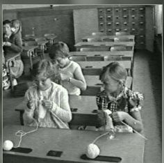 Trendy knitting art how to make 18 Ideas Old Photos, Vintage Photos, Old Pictures, Childhood Toys, Childhood Memories, School Memories, Vintage School, The Old Days, History Photos