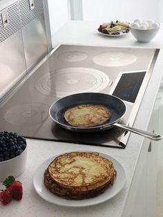 Thermador Kitchen Gallery : Pancakes cooked on Induction Cooktop with Silver Mirrored Finish