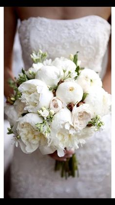Wedding Photography A white bouquet is perfect for a snowy white winter wedding! Make sure you pick the perfect bouquet for your special day! - Find the perfect Wedding Bouquet to match your personal style in with these awesome ideas! Peony Bouquet Wedding, White Wedding Bouquets, Bride Bouquets, Bridal Flowers, Floral Wedding, White Peonies Bouquet, White Roses, Purple Bouquets, Gardenia Bouquet