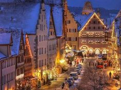 Kerstsprookje in Rothenburg . Christmas In Germany, German Christmas Markets, Christmas Markets Europe, Beautiful Lights, Beautiful Places, Santa Claus Village, Rothenburg Ob Der Tauber, Christmas Wallpaper, Great View
