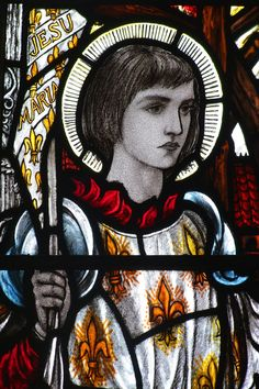 images of French heroine Jeanne d'Arc/Joan of Arc are not common in English churches but here she is at Great Whelnetham, Suffolk; Maldon All Saints, Essex; St Sepulchre, City of London. Joan D Arc, Saint Joan Of Arc, St Joan, Glass Wall Art, Stained Glass Art, Catholic Art, Religious Art, Jeanne D'arc, Medieval Art