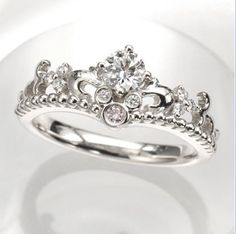 This is so necessary *hint hint future fiancé!Disney-engagement-ring.jpg 419×417 pixels