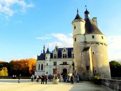 Here's a quick guide to exploring the Loire Valley castles: which castles to visit, what to look for and how to do it. Plus pretty photos! The Places Youll Go, Places To Visit, Castles To Visit, Pretty Photos, Loire, Weekend Trips, Where To Go, France, London