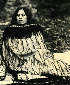 Notable New Zealand Tribal Leader Mihi Kotukutuku Stirling, a high-born woman of Te Whanau-a-Apanui and Ngati Porou; as a leader of her people and was allowed to speak on the marae, a right usually reserved for senior men. Old Pictures, Old Photos, Vintage Photos, Polynesian People, Polynesian Art, Waitangi Day, Maori People, Long White Cloud, Maori Designs