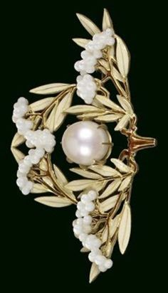 Laurel Leaves Brooch. René Lalique, ca. 1903.