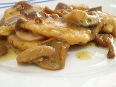 Chicken breast with mushrooms Cotolette di pollo con salsa ai funghi. Chicken Wing Recipes, Meat Recipes, Cooking Recipes, Pollo Recipe, Pollo Chicken, Family Meals, Peru, Italian Recipes, Good Food