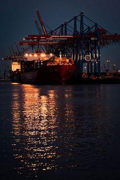 Kahn im Hafen