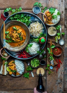 I vividly remember the first time I tried a proper, legit Thai curry. It was an absolute explosion of flavor! Fragrant, super spicy, heart-warming, and jam-packed with deliciousness. Indian Food Recipes, Asian Recipes, Healthy Recipes, Food Platters, Asian Platters, Food Presentation, Ayurveda, Food Inspiration, Love Food
