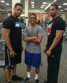 Hodgetwins dwarfing another little guy. They're amazing.