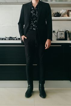 A comprehensive guide to men's style. Our fashion experts show you how to upgrade your everyday casual style and be seen as a stylish male. Korean Fashion Men, Fashion Mode, Fashion Outfits, Stylish Mens Outfits, Cool Outfits, Casual Outfits, Looks Black, Androgynous Fashion, Mens Clothing Styles