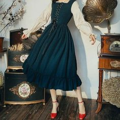 Pretty Outfits, Pretty Dresses, Cool Outfits, Vintage Dresses, Vintage Outfits, Vintage Fashion, Old Fashion Dresses, Fashion Outfits, Lace Midi Dress