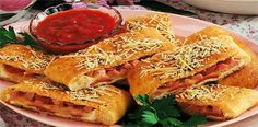 Ham-And-Cheese Calzones (use gluten free pizza dough) Italian Recipes, New Recipes, Cooking Recipes, Favorite Recipes, Family Recipes, Cooking Ideas, Food Ideas, Cheese Calzone, Sandwich Sides
